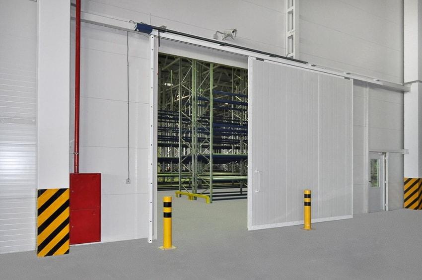 откатные ворота в производственных помещениях
